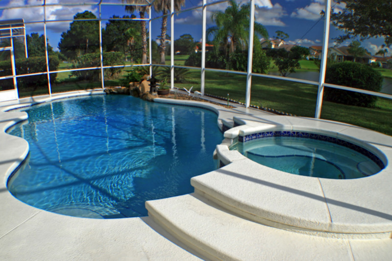 Beautifully structured pool and hotpool e1429395347210 - Amazing Luxurious Glistening Swimming Pools