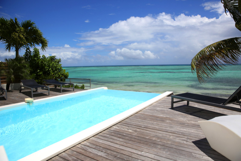 Breathtaking sea vista from infinity pool e1429395382770 - Amazing Luxurious Glistening Swimming Pools