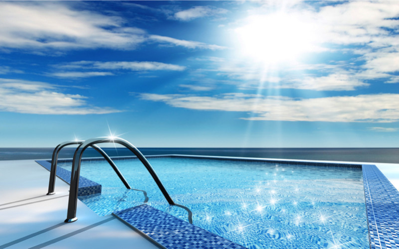 Cliff top swimming pool with ocean view e1429395421480 - Amazing Luxurious Glistening Swimming Pools