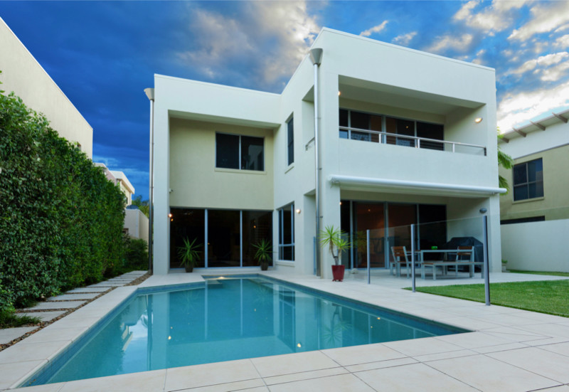 Contemporary home with landscaped swimming pool area e1429395760563 - Amazing Luxurious Glistening Swimming Pools
