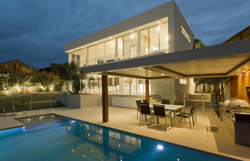 Contemporary home backyard with swimming pool and covered entertainers outdoor kitchen and barbecue