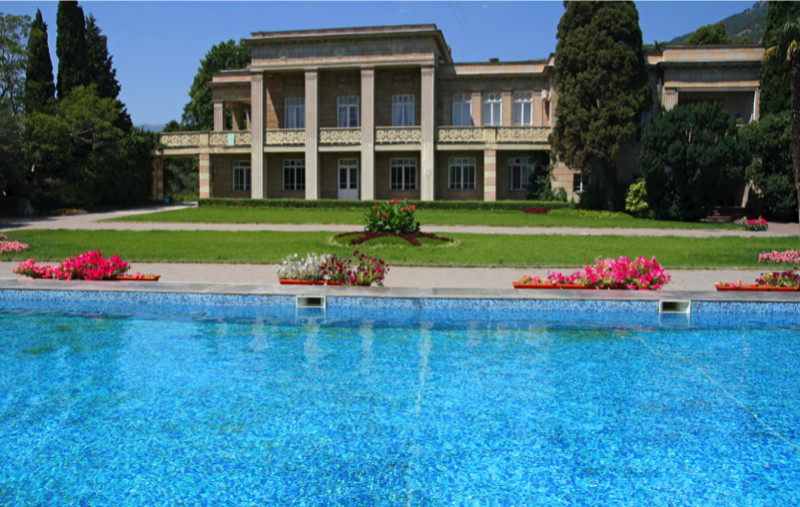 Magnificent Luxury Mansion With Impressive Pool