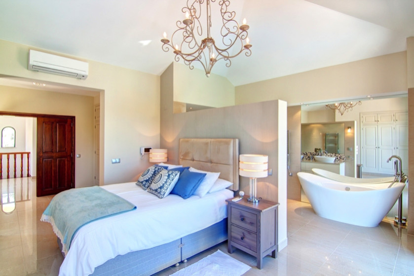 Pretty Master Bedroom With Adjoining Bathroom Ensuite