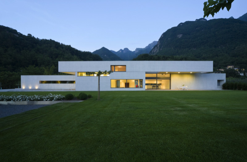 Large modern architectural contemporary homes to die for for Big modern houses pictures
