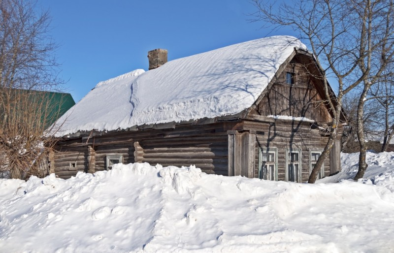 Snowy Log Cabin ~ Log cabin designs and other holiday homes in the snow