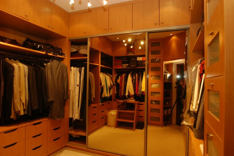Depositphotos 65352577 m min e1430881669597 - Luxurious Walk in Wardrobes and Dressing Room Ideas