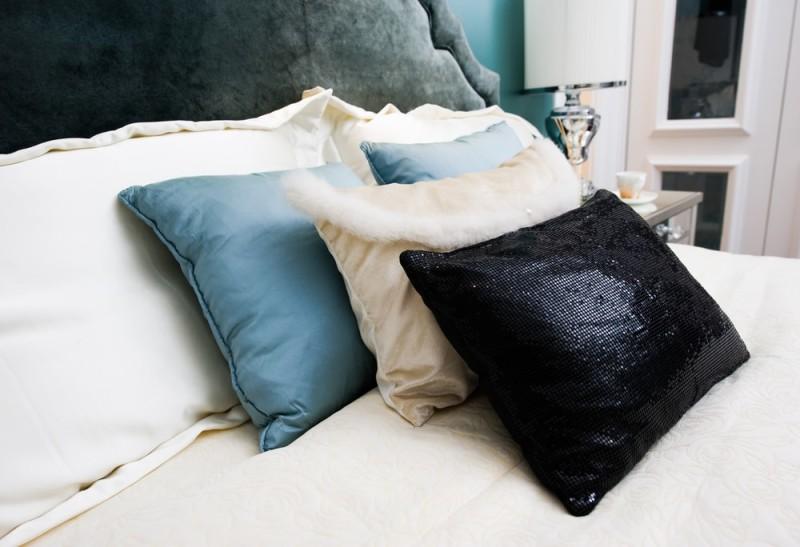 King And Queen Bed Decorative Pillow Arrangements