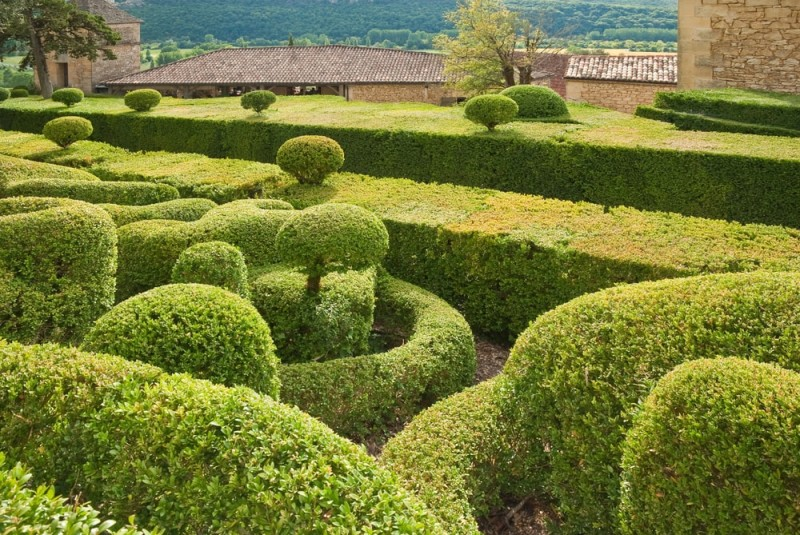 French landscape gardens with large amounts of topiary