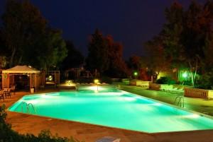 31 Visually Stunning Swimming Pool Lights at Night
