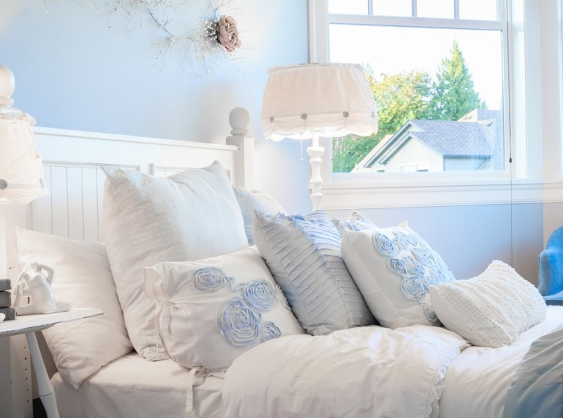 King and Queen Bed Decorative Pillow Arrangements