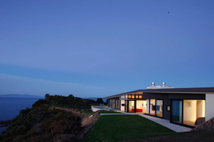 Korora House Waiheke Island NZ by Daniel Marshall Architects