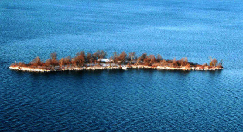 Sheep Island Quebec Canada e1433880910232 - Private Islands for Sale Under a Million Dollars