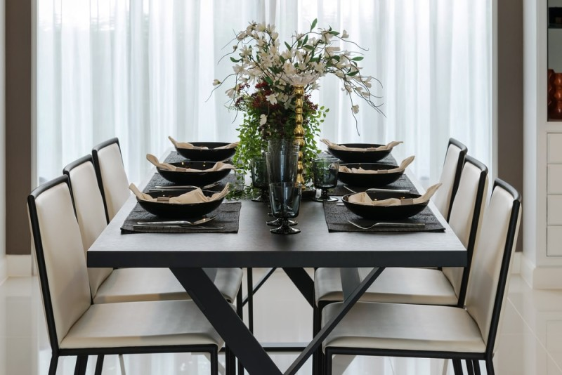 Beautiful dining table with six place settings \u0026 large floral bouquet & 27 Modern Dining Table Setting Ideas