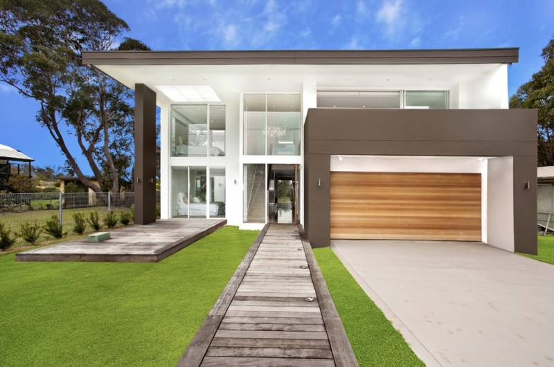 luxury home frontage against blue sky min e1435141217806 - Beautiful Modern Homes and Modern Architectural House Design