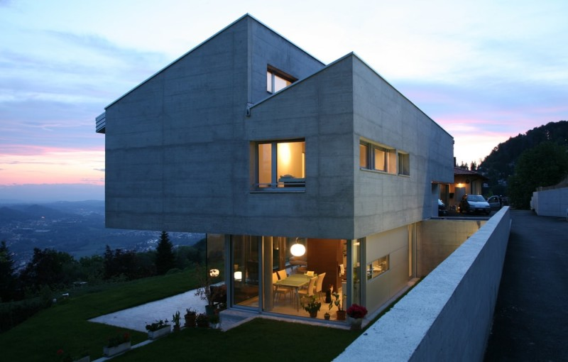 modern house in the night min e1435141156688 - Beautiful Modern Homes and Modern Architectural House Design