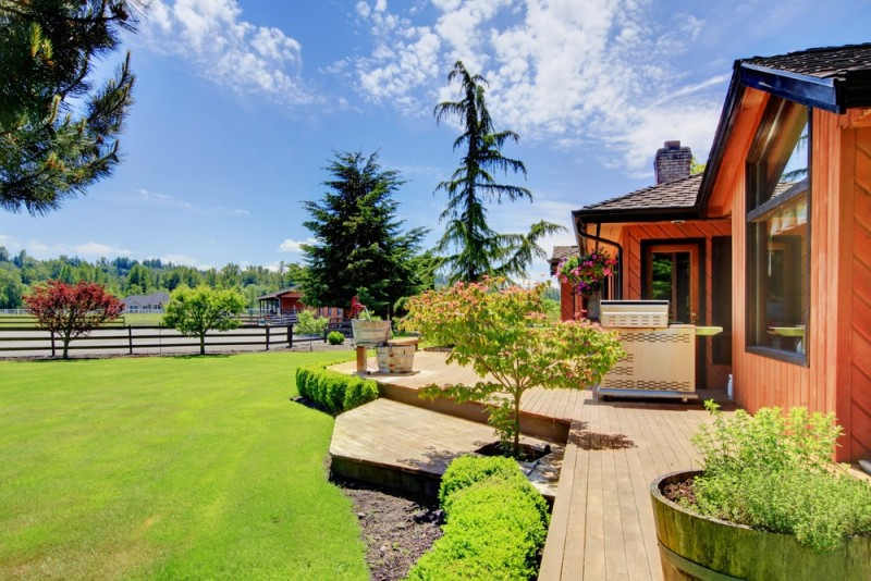 Beautiful horse ranch with charming house and landscaping