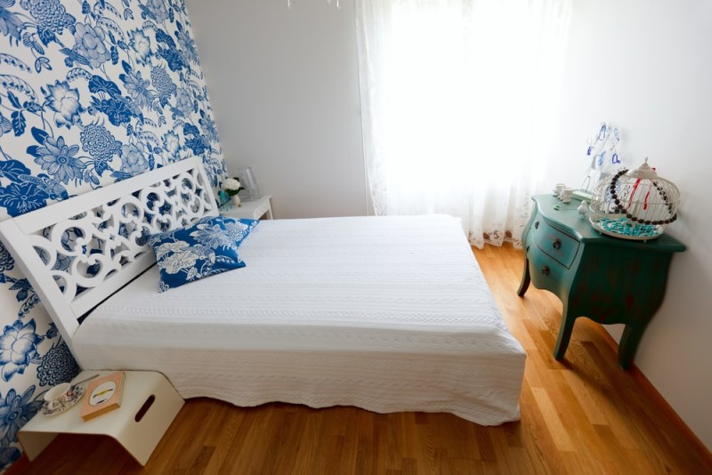 Beautifully decorated small bedroom in blue and white colors min e1437892667421 - Blue and White Interiors