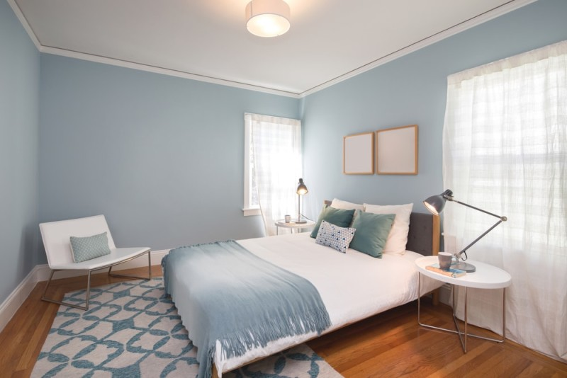 Deep Turquoise Blue bedroom with matching decoration and white leather chair min e1437891718221 - Blue and White Interiors