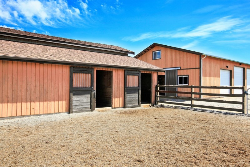 Horse ranch in Washington State with two large barns min e1436991545619 - Horseback Riding Ranch, Horse Stables, Barns and Facilities