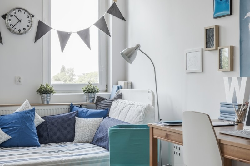 Interior of white and blue teen room min e1437891468799 - Blue and White Interiors