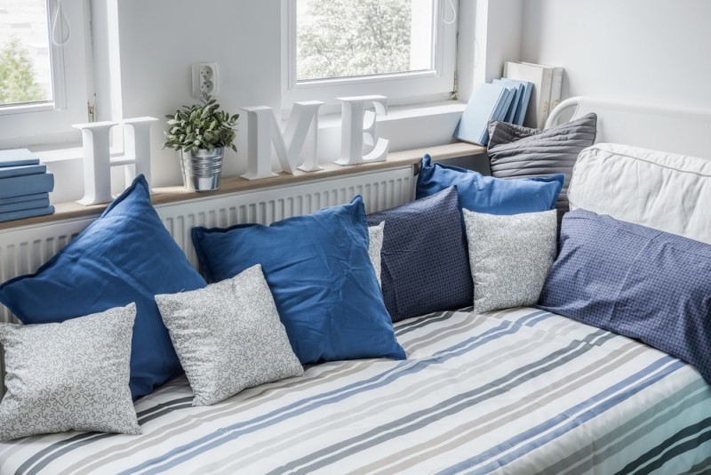White and blue bedding set on the bed min e1437891535519 - Blue and White Interiors