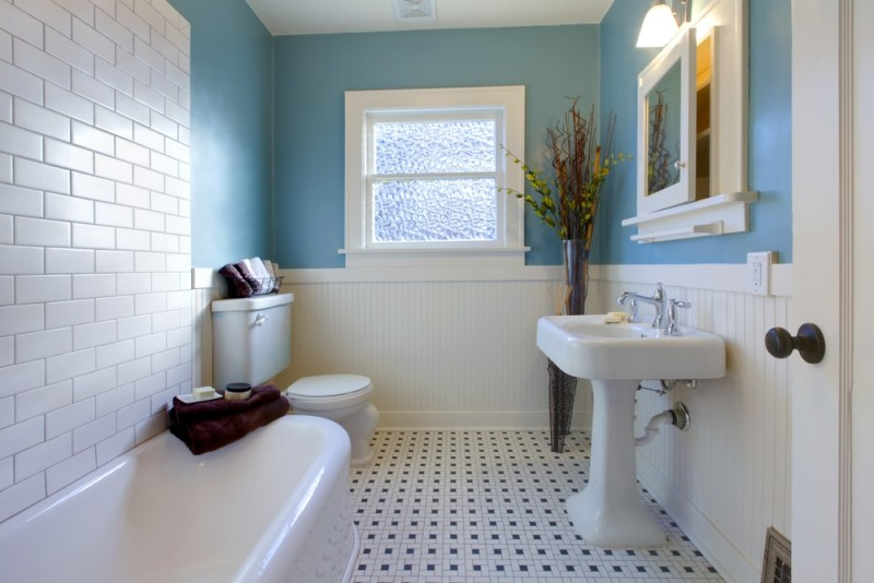 blue antique Luxury bathroom in an old house min e1437858234406 - Blue and White Interiors