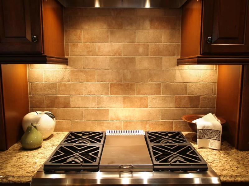 A modern cooktop in a kitchen in an upscale luxurious american home min e1440271116392 - Striking Kitchen Backsplash Ideas & Pictures