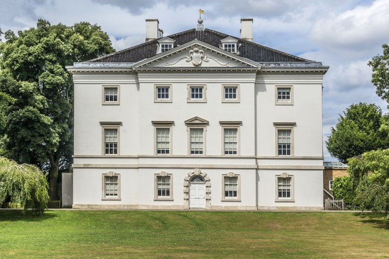 Beautiful 18th Century triple storied grand Palladian villa in the English country