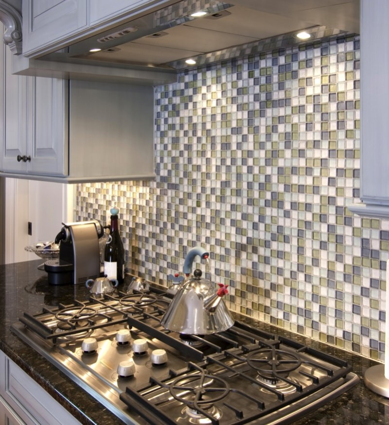 beautiful kitchen stove and backsplash made from glass tile min e1440270923143 - Striking Kitchen Backsplash Ideas & Pictures