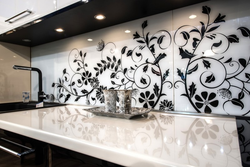 contemporary kitchen interior min e1440270636174 - Striking Kitchen Backsplash Ideas & Pictures
