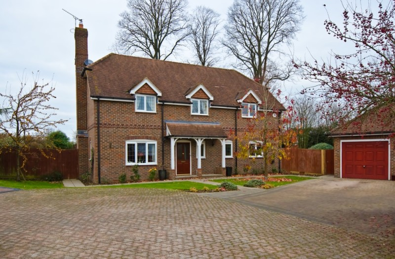 Large English house and adjoining garage in the countryside