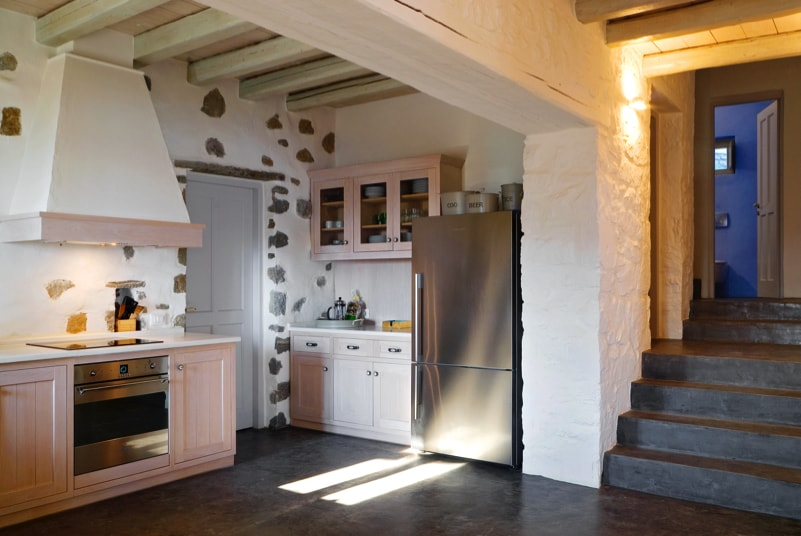 nstef1295 23D interior min - Eagles Nest, Chomatovouni, Serifos Island, Greece by Sinas Architects