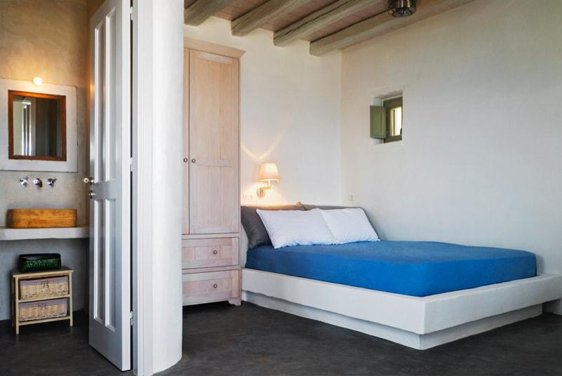 nstef1298 26D interior min - Eagles Nest, Chomatovouni, Serifos Island, Greece by Sinas Architects