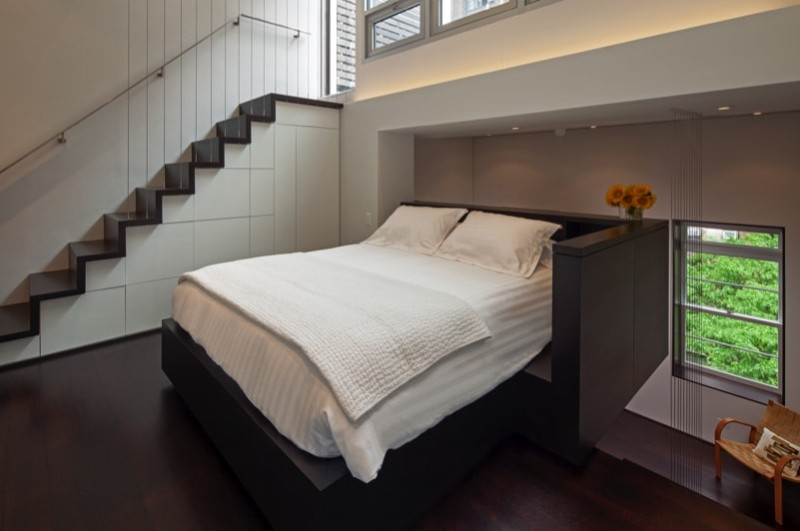 Floating upstairs bedroom with stairs to roof