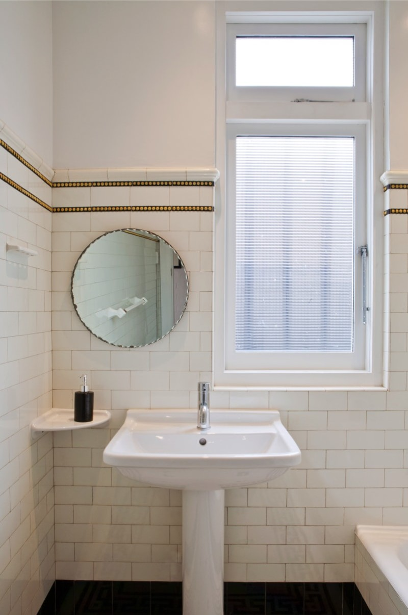 Art Deco styled bathroom with hand basin