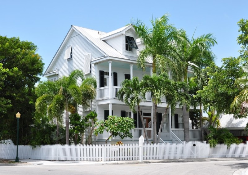 Picket fence homes and picket fence designs for Key west style architecture