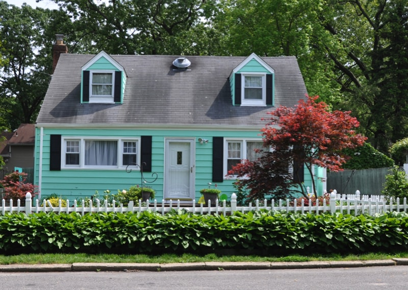 Picket fence homes and picket fence designs for Bungalow di cape cod