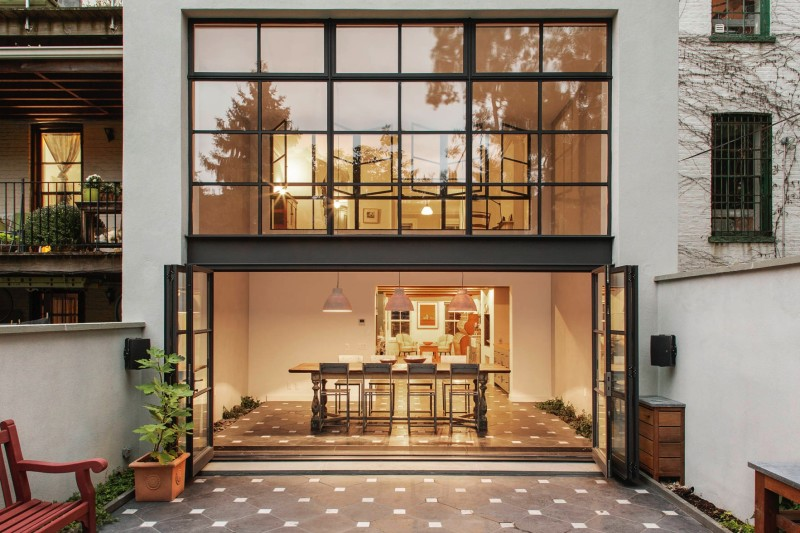 view from outside in min e1441942302815 - Cumberland St Townhouse Project, Brooklyn, New York by Ensemble Architecture