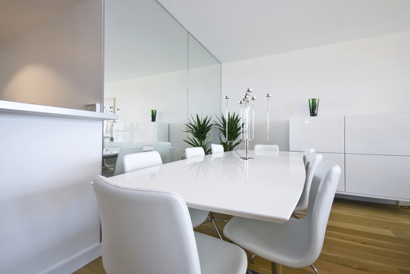 Beautiful white dining area with massive dining table and chairs for eight e1445849632947 - Modern Dining Room Design and Elegant Dining Room Ideas