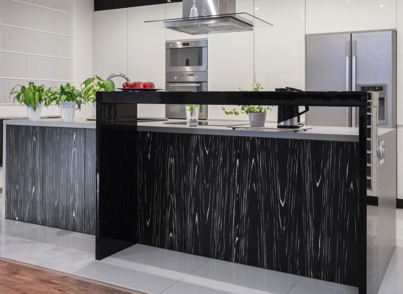 A new kitchen with decorative black and white features