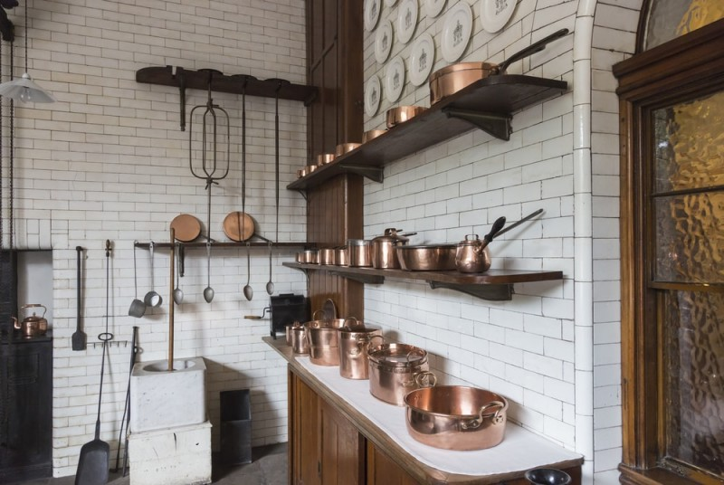 Shiny copper pots pans and saucepans in white tiled kitchen min e1443806637431 - Kitchen Pot Shelves and Hanging Pot and Pans