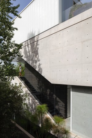 A Concrete Cut House Project by Pitsou Kedem Architects
