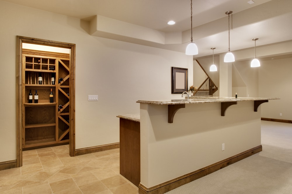 shutterstock 35428060 min - Home Bar Pictures and Home Wine Storage