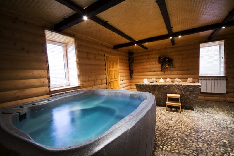 27 home hot tubs and spa pools for Cottages with sauna and hot tub