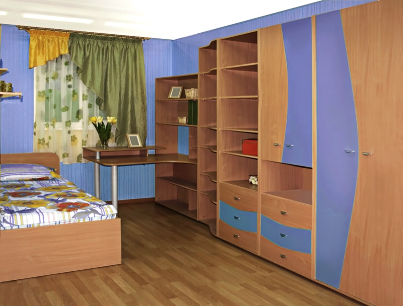 Child's room with multiple storage options and open shelving