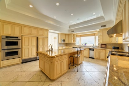 Large U Shaped Luxury Kitchen