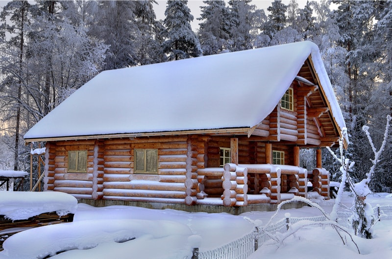 Snowy Log Cabin ~ Log cabins and homes