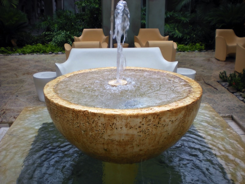 Contemporary patio fountain water feature
