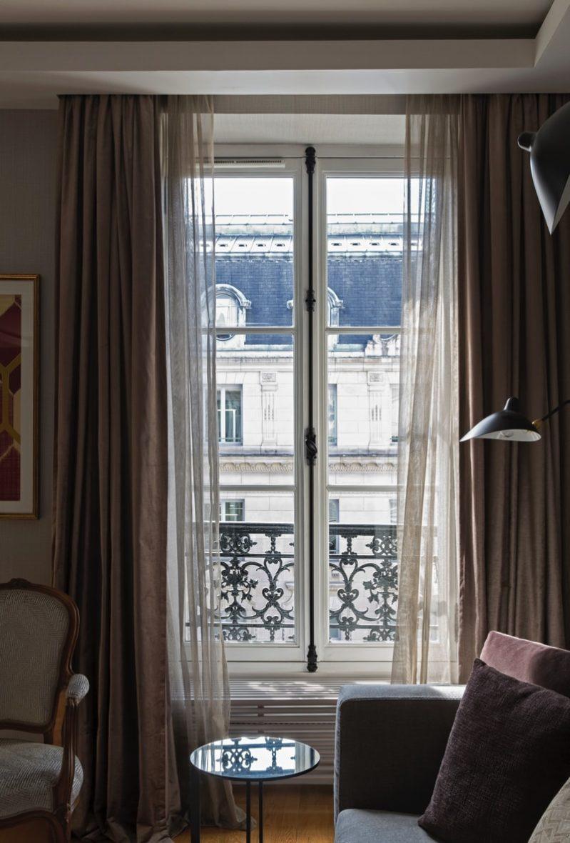 1 N0A1147a DxO min e1488654660390 - Paris Apartment by Diego Revollo Architect