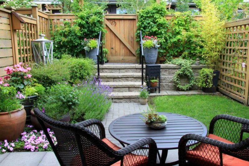 11.Beautiful Small Backyard min e1492927486154 - Make A Small Back Yard Look Bigger
